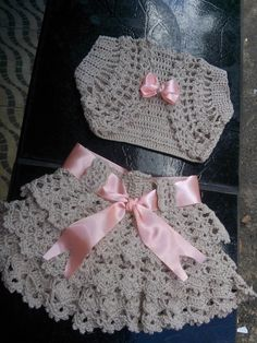Crochet pink and gray baby dress set with rosebuds comes with booties and a headbandIdeas For Fashion Girl Kids Jumpers free knitting pattern for baby girl bolero How to crochet a beautiful tiny dress.bolerko a sukýnka se k sob moc dobře hodíWater Crochet Baby Dress Pattern, Baby Dress Patterns, Baby Girl Crochet, Crochet Baby Clothes, Crochet For Kids, Knit Crochet, Crochet Patterns, Crochet Hats, Crochet Crown