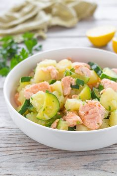 Potato salad with salmon and zucchini, simple and tasty recipe - Healthy Recipes Good Food, Yummy Food, Salty Foods, Cooking Recipes, Healthy Recipes, Food Humor, Light Recipes, Food To Make, Zucchini