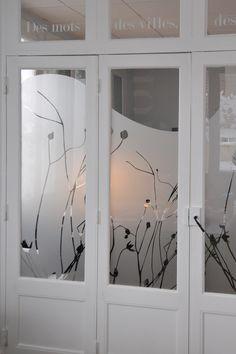 GORGEOUS window film idea for home or office! Bedroom Closet Design, Home Room Design, Window Design, Door Design, Redo Mirror, Film Anti Regard, Decoration Vitrine, Sliding Room Dividers, Frosted Glass Door