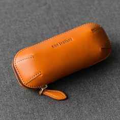 Cool Leather Mens Leather Tobacco Pipe Case Zipper Tobacco Pipe Case f – iChainWallets Leather Cigar Case, Leather Glasses Case, Leather Makeup Bag, Leather Gifts, Leather Pouch, Leather Purses, Leather Men, Leather Totes, Green Leather