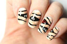 Un nail-art facile pour Halloween : les momies! (Mummy nails)