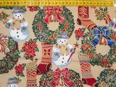 Kerst - Katoenen stof met kerst-/wintermotiefjes zoals sneeuwmannen, kerstkransen, kerstrozen, kerstsokken, ... Ideaal als buitenstof voor een kersthangmatje!
