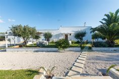 Villa Martina is a 4 bed, 4 bathroom villa in Carovigno. It has a spacious outside area with pool, dining area and BBQ. | Search BFY14839 or view here: http://www.bookingsforyou.com/holiday-rentals-italy/puglia/villa-martina