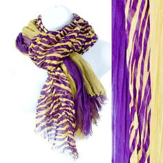 Purple and gold scarf.  Geaux Tigers