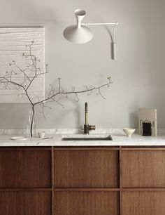 minimal kitchen This rustic minimalism kitchen made by dark oak becomes a timeless oasis along with the warm Terrazzo worktop. Inspired by nature in warm earthy tones. Minimal Kitchen Design, Minimalist Kitchen, Modern Minimalist, Küchen Design, Home Design, Design Color, Design Trends, Design Ideas, Terrazzo