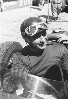 Fangio fallecio en 1995 a los 84 años...