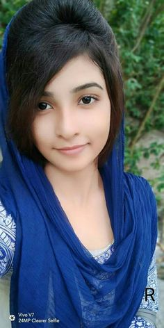Desi Girl Image, Cute Girl Poses, Cute Girl Photo, Beautiful Girl Image, Beautiful Ladies, Beautiful Girl Makeup, Beautiful Blonde Girl, Beautiful Girl Indian, Beautiful Heroine