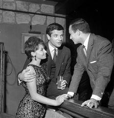 Françoise Arnoul (née en 1931), Paul Guers (1927-2016) et François Patrice (né en 1924), acteurs français. Paris, Club Saint-Hilaire, 1964.