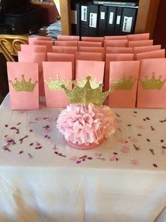 Find the best princess baby shower favors! Get the top favor ideas that all your guests will love. Unique and creative princess baby shower favor ideas 3rd Birthday Parties, Diy Birthday, Birthday Crowns, Birthday Ideas, Diy Goodie Bags Birthday, Birthday Gifts, Shower Party, Baby Shower Parties, Baby Showers