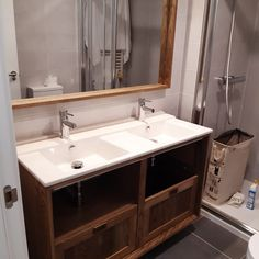 Mueble a medida cuarto de baño Double Vanity, Bathroom, Custom Furniture, Bathroom Furniture, Quartos, Wood, Washroom, Bath Room, Bathrooms