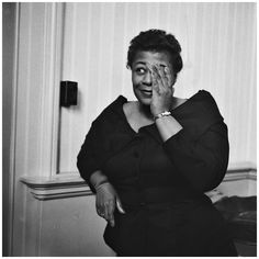 "Mood du jour Women's March : ""These Boots Are Made for Walkin"" Ella Fitzgerald. Ella Fitzgerald, Jazz Artists, Jazz Musicians, Famous Musicians, Melody Gardot, Louis Armstrong, Jazz Blues, Music Icon, Singer"