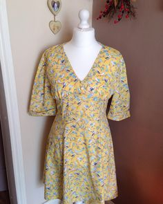 Tea Dress in beautiful yellow Sew Over It Patterns, Sewing Patterns, Sewing Ideas, 1940s Tea Dress, Needle And Thread, Vintage Inspired, Retro Vintage, How To Make, How To Wear