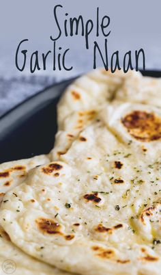 This Simple Garlic Naan is so quick to make and this Indian bread takes no baking. You can make this in a skillet or griddle on the stove top. Whilst the dough does have yeast in it I promise this is Indian Food Recipes, Vegan Recipes, Cooking Recipes, Pan Indio, Recipes With Naan Bread, Quick Naan Bread Recipe, Homemade Naan Bread, Easy Indian Naan Recipe, Vegan Pita Bread Recipe