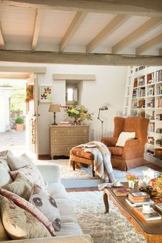 Farmhouse Living Room Decor Ideas - Farmhouse design has certain features, but it's not one size fits all. Check out these varied instances of farmhouse style living spaces. Cottage Living, Home Living Room, Living Room Decor, Living Spaces, Country Living, Cottage House, Cozy Cottage, Cozy Living, Simple Living