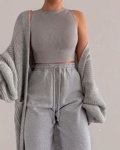 ideas for school lazy days Fashion Inspiration And Trend Outfits For Casual Look Cute Lazy Outfits, Chill Outfits, Mode Outfits, Gray Outfits, Basic Outfits, Classy Outfits, Stylish Outfits, Teen Fashion Outfits, Look Fashion