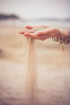 """Soothing mindfulness poster of a woman holding out her hand while sand is slipping through her fingers. """"Feel the sand, watch it slip through your fingers. Beach Photography Poses, Desert Photography, Hand Photography, Beach Poses, Summer Photography, Creative Photography, Portrait Photography, Girly Pictures, Beach Pictures"""