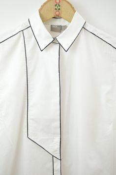 Von der braven weißen Bluse zum grafischen schwarz-weiß Hingucker: DIY Bluse monochrom | DIY shirt monochrome Fashion Moda, Hijab Fashion, Diy Fashion, Womens Fashion, Fashion Design, Chemise Fashion, Mens Designer Shirts, Thrift Fashion, Fashion Sketches
