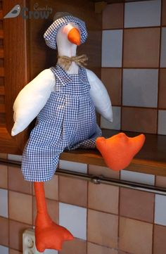 Tilda goose - textile doll ❤ Тильда гусь - текстильная кукла. Fabric Doll Pattern, Doll Sewing Patterns, Sewing Toys, Fabric Dolls, Sewing Crafts, Fabric Animals, Fabric Birds, Felt Animals, Easter Toys