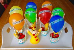 Luchtballonnen om te trakteren op het kinderdagverblijf #traktatie baby #traktatie peuter #traktatie school Birthday Treats, Party Treats, Boy Birthday Parties, Birthday Party Decorations, Party Gifts, 2nd Birthday, Party Cakes, Fun Crafts For Kids, Activities For Kids