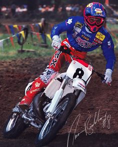 The baddest of the bad, Damon Bradshaw on the gas at Kenworthy's in 1990 on his Mike Chaves-tuned - 📷 Yamaha Motocross, Motocross Racer, Bmx, Ford Sport Trac, Moto Wallpapers, Mx Racing, Beast From The East, Off Road Bikes, Vintage Motocross