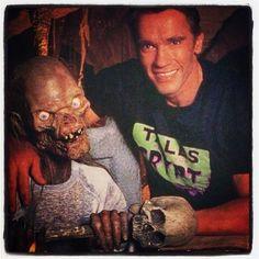 """Arnold Schwarzenegger sur le tournage des Contes de la crypte, épisode """"L'Echange"""" (saison 2), 1990."""
