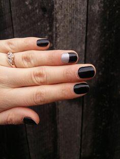 Manuchiură pentru unghii scurte: negru cu model argintiu ❤