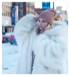 Fur Puffer Coat With Fur, White Fur Coat, Long Faux Fur Coat, Fox Fur Coat, Fur Coats, Fur Coat Outfit, Fur Coat Fashion, Women's Fashion, Fur Clothing