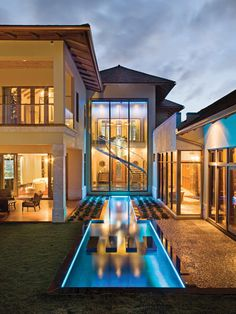 What a great pool & how it is tucked into the house. Love this!