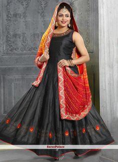 Black Handwork Silk Trendy Gown Beautiful Saree, Beautiful Outfits, Readymade Salwar Kameez, Silk Anarkali Suits, Trendy Sarees, Gowns Online, Abaya Fashion, Designer Gowns, Embroidered Silk