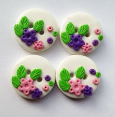 Purple and Pink Flowers set of 4 polymer clay buttons por ayarina