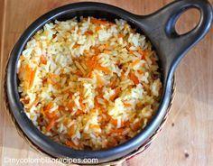 Arroz con Zanahoria: 2 tazas de arroz blanco de grano largo 4 tazas de caldo de verduras o de pollo 2 cucharadas de aceite vegetal Sal al gusto 1 taza de zanahorias ralladas