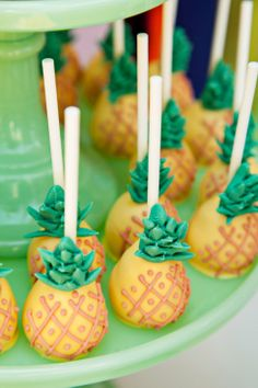 Pineapple Cake Pops! You can make these yourself by making delicious tropical style cake pops and then dip the cake pop into yellow icing. Use piping to create the crosshatching effect on the pineapple and the green sprouts on the top. Delicious! // good idea for maybe a Psych series finale party???