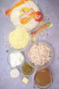 White Chicken Enchiladas are made with flour tortillas, shredded chicken, mozzarella, green chiles and a delicious white cream sauce! Cooking Chicken To Shred, How To Cook Chicken, Mexican Dishes, Mexican Food Recipes, Mexican Trash, Mexican Meals, Creamy Chicken Enchiladas, Enchilada Recipes, Country Cooking