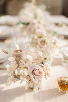 The Jam Event. Floral Design: Tyler Speier Events Photo by: Anna Delores Photography, minimalist wedding Wedding Arrangements, Wedding Table Settings, Wedding Reception Decorations, Floral Arrangements, Wedding Ideas, Wedding Events, Elegant Wedding Colors, Neutral Wedding Flowers, Floral Wedding