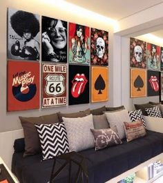 Placas Decorativas para Quarto: Decore o Seu Ambiente com Estilo room men awesome room men diy crafts room men inspiration room men interiors room men small spaces Room Ideas Bedroom, Bedroom Decor, Wall Decor, Geek Bedroom, Music Bedroom, Rock Room, Grunge Room, Rock Decor, Aesthetic Room Decor