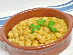 Ingredientes para 4 personas: 600 g de garbanzos secos 1 cebolla 4 tomates maduros 3 huevos duros Aceite de oliva Sal Para la picada: 2 dientes de ajo 25 g…