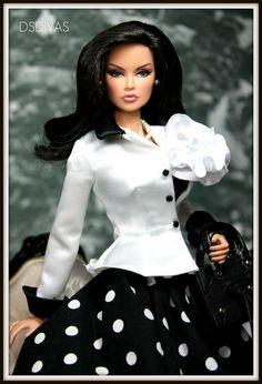 FR 'Monaco Royale' Vanessa redressed by DSDivas Beautiful Barbie Dolls, Pretty Dolls, Cute Dolls, Barbie Fashion Royalty, Fashion Dolls, Girl Fashion, Barbie Dress, Barbie Clothes, Poppy Parker