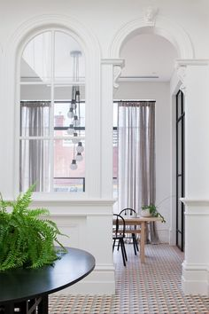 Architecture firm Hecker Guthrie designed this absolutely gorgeous Melbourne home as seen in Vogue Living. My favorite–The bathroom! Modern Victorian, Victorian Homes, Victorian Era, Hecker Guthrie, Architecture Design, Australian Interior Design, Foyer Decorating, Decorating Ideas, Foyers