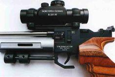 """[GLOW=blue]Autor: Gunimo[/GLOW]   Röhm Twinmaster """"Action"""" (CO²) – Der Zubehörtest:     co2_tm_zubeh_gesamt_li.jpg    Ist die """"TwinMaster"""" in der Grundausstattung schon eine sehr gute Pistole, so kann man sie mit dem erhältlichen Zubehör noch weiter…"""