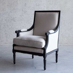 Fauteuil Amalia klassiek, witte linnen bekleding