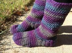 HOW TO MAKE BASIC CROCHETED SLIPPER BOOTS: FREE PATTERN IN WOMEN'S SIZE 8-9. Blueberry Creek Crafts