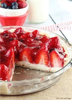 Looking for Fast & Easy Dessert Recipes! Recipechart has over free recipes for you to browse. Find more recipes like Strawberry Cream Pie. Strawberry Cream Pies, Strawberry Desserts, Strawberries And Cream, Strawberry Cupcakes, Strawberry Shortcake, Strawberry Glaze, Strawberry Milkshake, 13 Desserts, Delicious Desserts