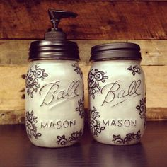 Love these DIY Silver Mason Jar Soap Dispenser and Storage Jar Set. Beautiful Design that would look so nice in a kitchen or bathroom.