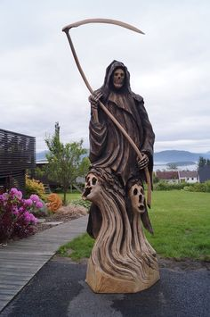 Chainsaw Carving by Oliver Vogt                                                                                                                                                                                 More