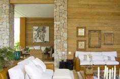 Inspirada na arquitetura da Toscana, esta casa de campo com projeto e decoração assinados por Ana Maria Vieira Santos, fica localizada no C...