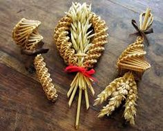 "At Harvest time, it was traditional to make a ceremonial corn figure; called ""Harvest Queens"" or ""Kern Dolls"" from the last sheaves of wheat or corn, symbols for Virgo. Yorkshire Day, Straw Weaving, Weaving Art, Basket Weaving, Corn Dolly, Straw Crafts, Origami, The Worst Witch, Sabbats"