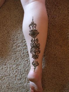 Love this.... It's Henna but could be a cool tattoo.