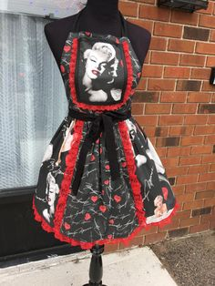 Beautiful Marilyn Monroe Apron (401) by MothersApronString on Etsy