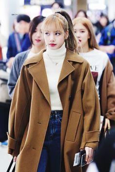 """ً on Twitter: """"fashion icon #LISA #리사… """" Blackpink Outfits, Kpop Fashion Outfits, Korean Outfits, Winter Outfits, Casual Outfits, Korean Airport Fashion, Korean Fashion, Kpop Mode, Blackpink Fashion"""