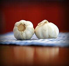 Herbalife Nutrition Tip: Try out roasted garlic instead of butter. When your oven is on, drizzle olive oil on a handful of heads of garlic & roast 👅👅👅 Importance Of Garlic, Hacks Cocina, Garlic Breath, Oregano Recipes, Garlic Health Benefits, Raw Garlic, Garlic Tea, Garlic Juice, Garlic Parmesan